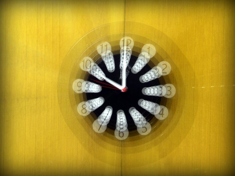 Clock by DeividiCorrea