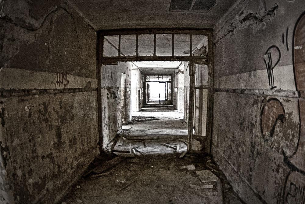 Hallway by TomPiotrowski