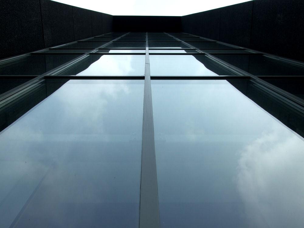 symmetry by henkhessel