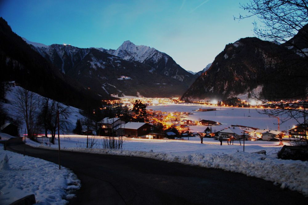 Nachtfoto view to Mayrhofen by teberharter