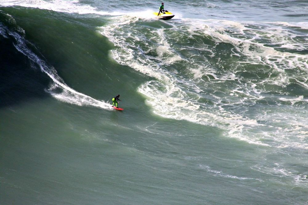 Action for the big wave by GilReis