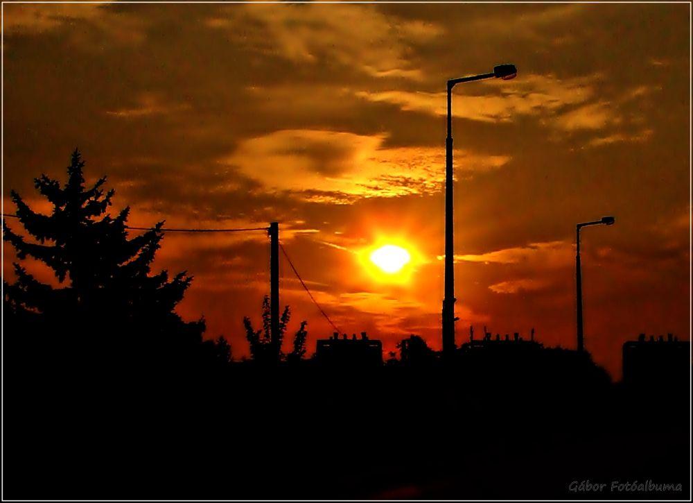 vöröslő égbolt  by glie