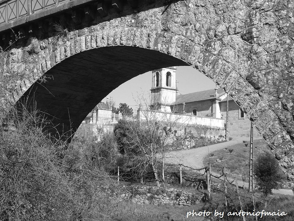 Faith under the bridge B&W WEB by Antonio F. Maia