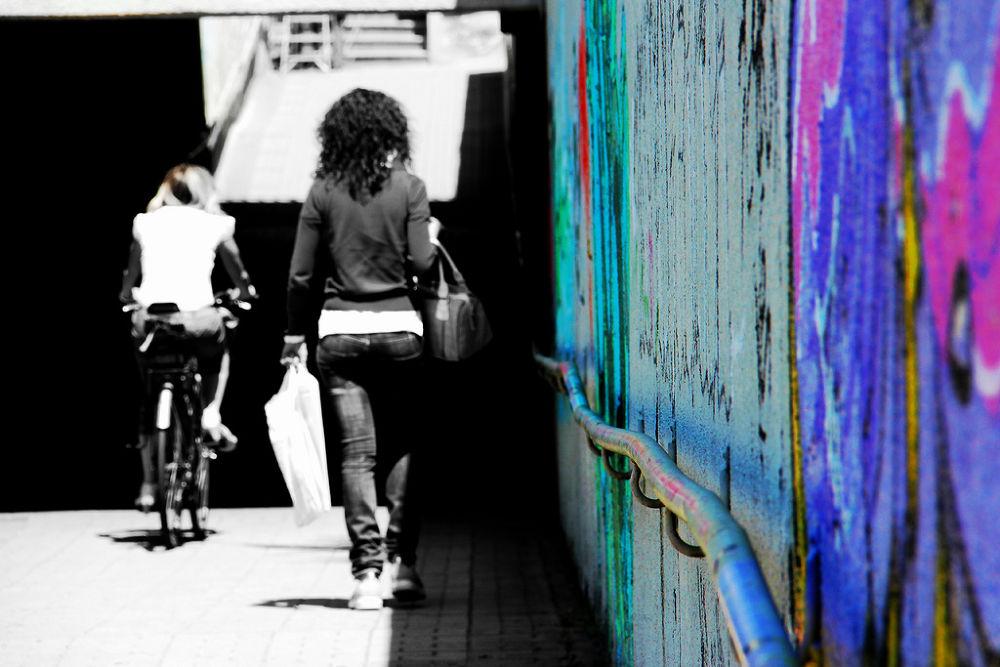 Street Art - L'arte della vita sta nell'imparare a soffrire e nell'imparare a sorridere. by ChiaraTognini