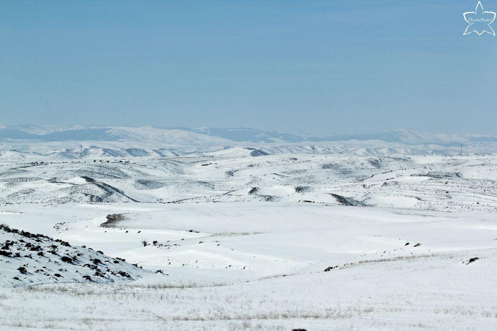 Blancas montañas by cristina_orchid