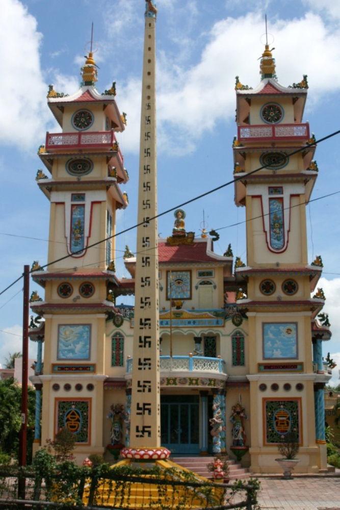 Vietnam-Cao-Dai-Temple-108 by Arie Boevé
