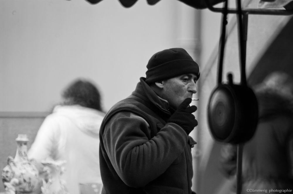 l'homme à la fumée grise by DammerigPhotographie