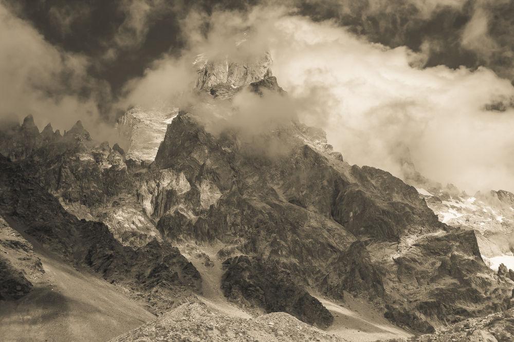 Mt. Ushba 4700m by RastislavDurica