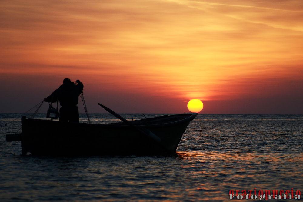 Il pescatore (Marzamemi) by oraziopuccio