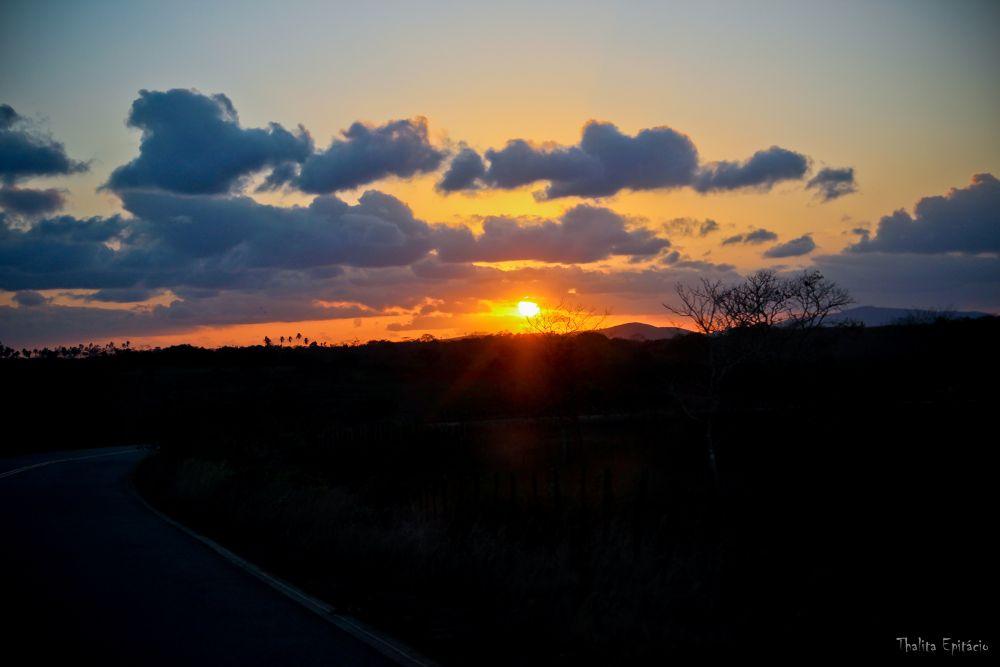 Por do Sol na estrada by ThalitaEpitacio